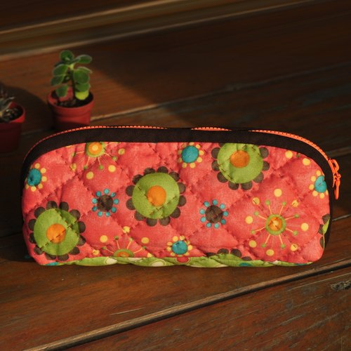 Flower circle pencil box