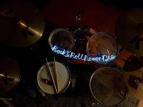 neonlite custom made wording light  /Rock&Roll Never Die/