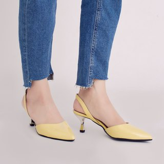 Hepburn Kitten! After the hollow retro little pointed shoes yellow full leather MIT