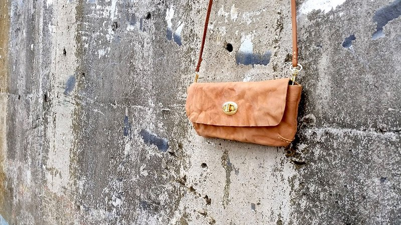 Hand-stitched retro leather cowhide camel brown long tannins purse - free production of exclusive brand name