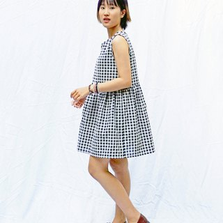 Sleeveless gingham smock dress