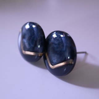 Deep Gray Gold V Retro Earrings S (pin type)