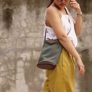 Linen tote bag / shoulder bag Grey with dark wood