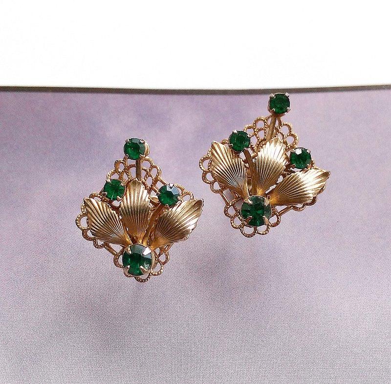 綠鑽簍空金葉 花形 栓式耳環。西洋古董飾品