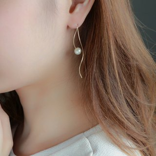 14 kgf-nuance curve pearl pierced earrings