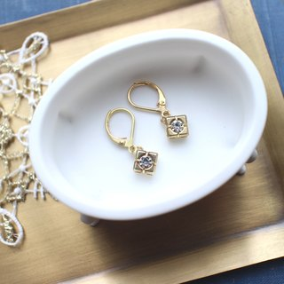 Classic square-Brass earrings