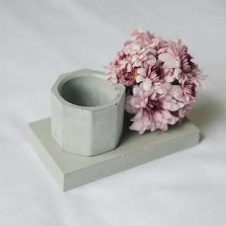 Concrete holder