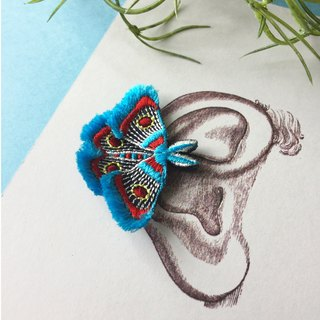 ARRO / Embroidery earing / Moth / turquoise