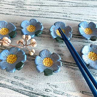 Stripe pale blue flower-shaped chopsticks holder (sold out and then made models) _ pottery chopsticks holder