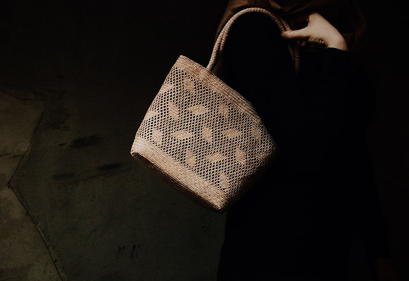 Rush woven small feather flower bag