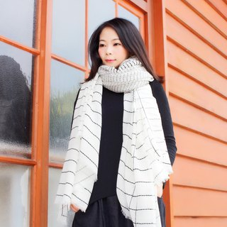 [Spot] black striped white wool scarf