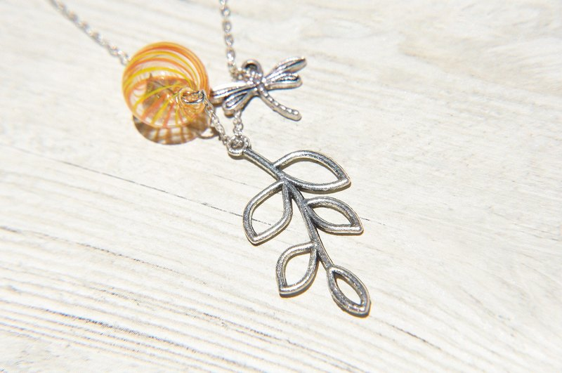 Valentine's Day gift / Department of Forestry / French striped mouth-blown glass necklace short chain ossicular chain length - forest leaves with dragonfly