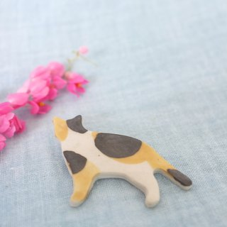 Three color cat / ceramic brooch / handmade