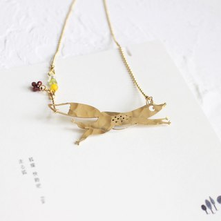 Fox hammered brass golden necklace I Story_Slow Journey