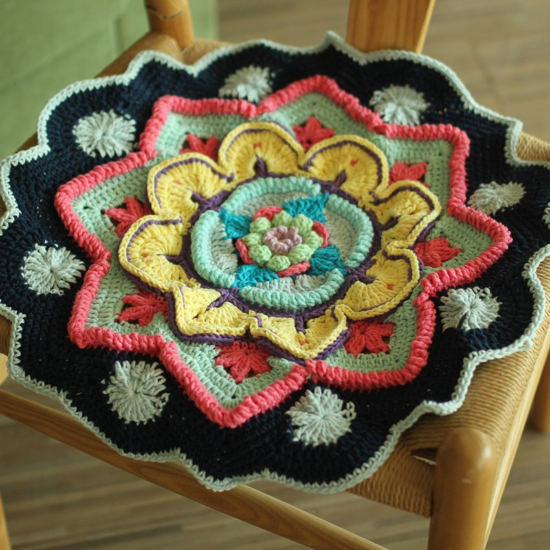 Hook flower garden forest flowers retro heavy work Hand made Cushion mandala cushion
