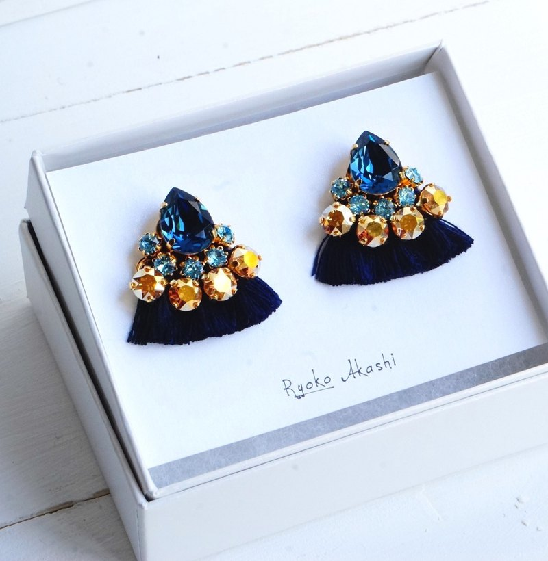 Silk and Swarovski post earrings/clip‐on ネイビー