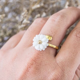 Daisy ~ white porcelain flower ring ~ size Mini