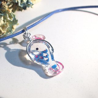 Fish swim exhale _ transparent resin _ necklace _ lovely route _ fish swimming in the chest _ blue