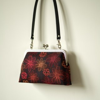 CaCa Crafts | Flowers [fire] evening bag / shoulder bag / mouth gold package