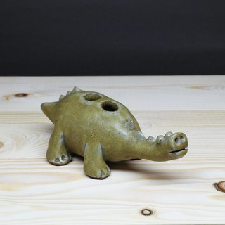 Hand pinch dinosaur styling pen inserted, pen holder hand pottery therapy Department of the Department of play