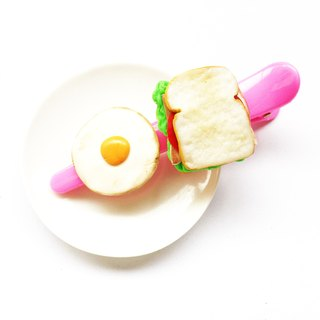 Pin fried egg sandwich.