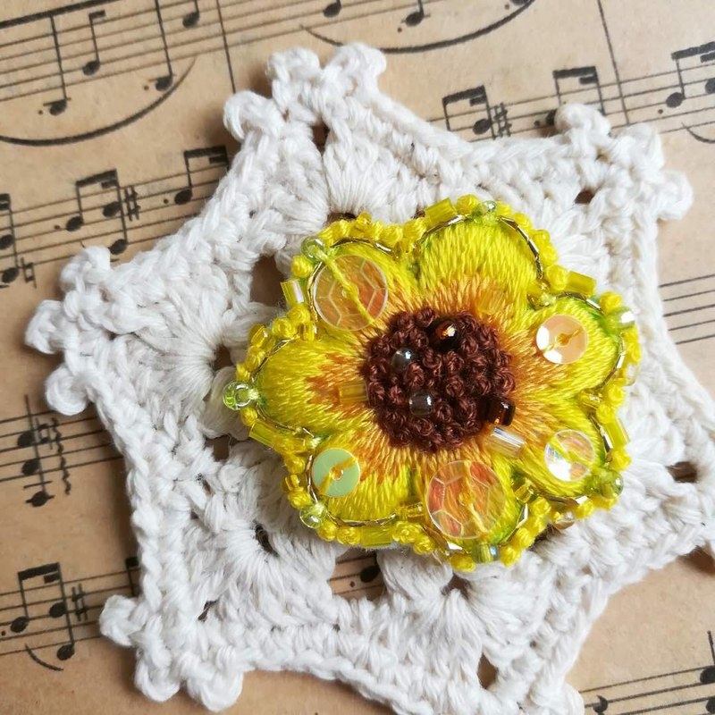 Qy embroidery sunflower hand embroidery golden shiny hair circle brooch