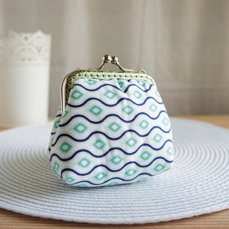Lovely (Japanese cloth) horizontal water ripple large capacity gold bag, coin purse, blue and green