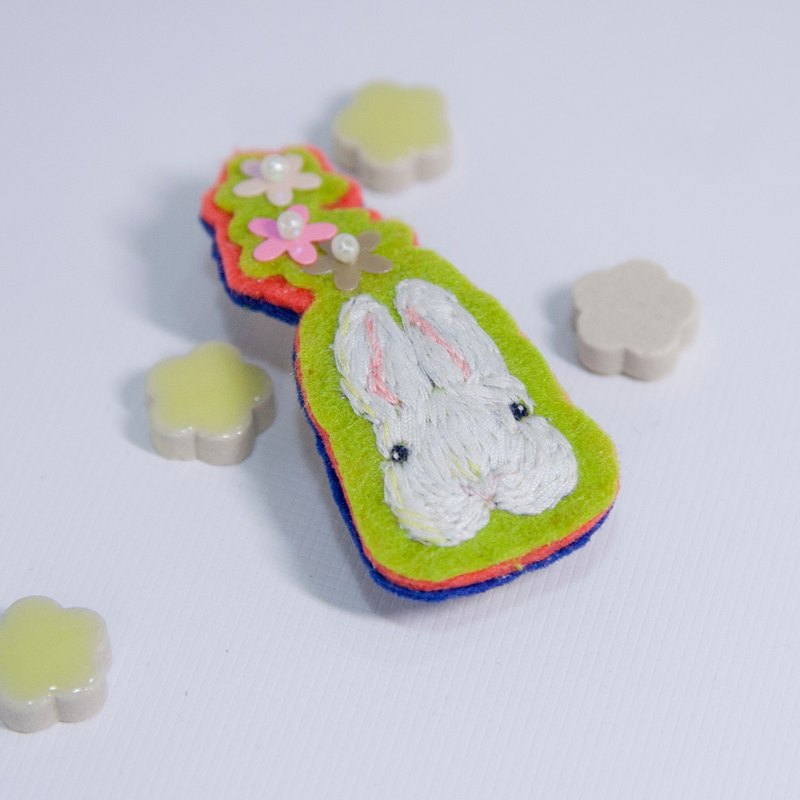 Hair Clips-Rabbit with a flower [hand embroidery]