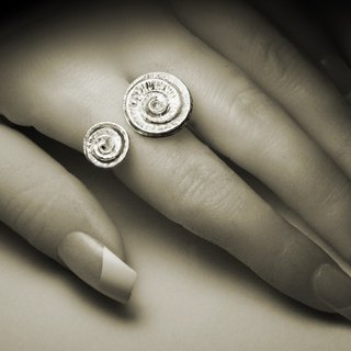 Abstract round flower opening ring