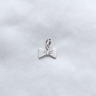 Ni.kou sterling silver small bow pendant