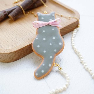 |Polka Dot Little Gray Cat Cookie|Handmade Polymer Clay Pearl Brass Necklace
