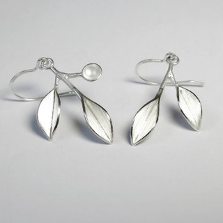 Nature-Two Leaves With A Small Dot Silver Earrings/ dangle & drop earrings