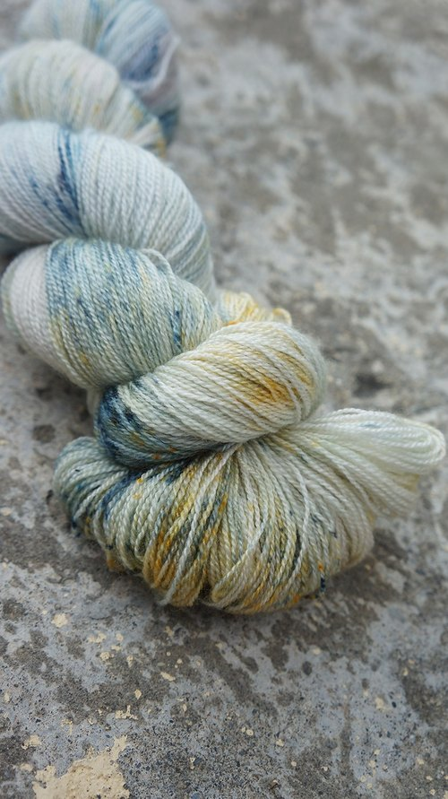 Hand-dyed lace line Ore (55 BFL / 45 Silk)
