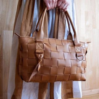 I knit with leather for sofa. Braided leather tote S Camel