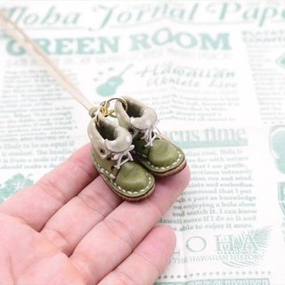 Of small leather boots necklace | Green tea with lining