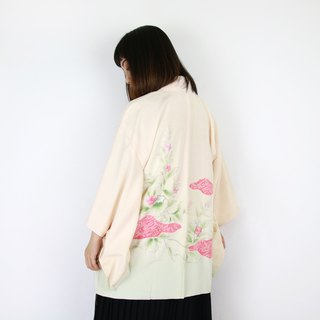 Back to Green:: Japan brought back kimono fresh light-colored embroidery flowers to tie the pattern // men and women can wear // vintage kimono (KC-24)