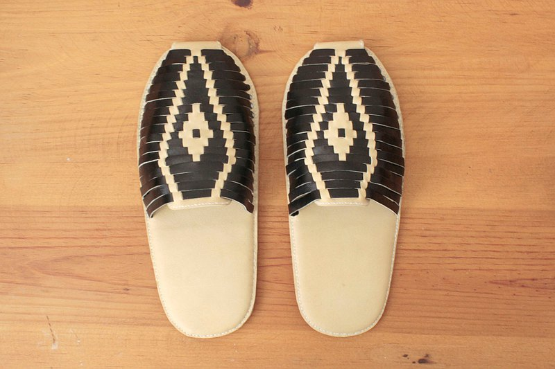 Mexican huarache styles room shoes, Brown X dot