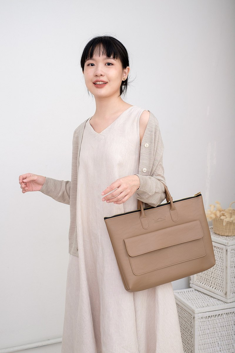 Leather Slim Hand Bag with Zipper and Front Pocket (Nude)
