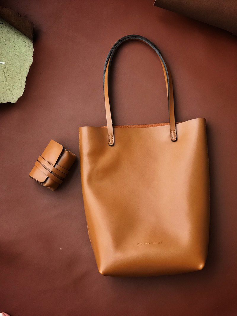Zemoneni leather tote bag in Beige color with coin bag 2 in 1