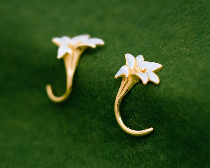 Lily earrings - Japanese flower - classic - hypoallergenic - timeless