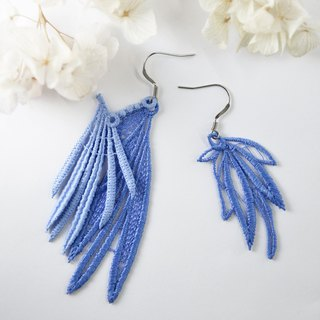 Openwork vein embroidery earrings