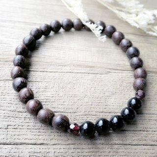 VIIART. Fragrant wood. Agarwood garnet black agate brass bracelet