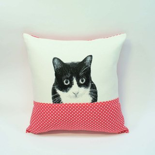 02 small black and white cat embroidery pillow