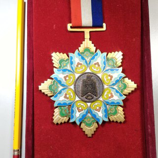 The early history of the old Taiwan Provincial Government Department of Education presented a four-dimensional medal