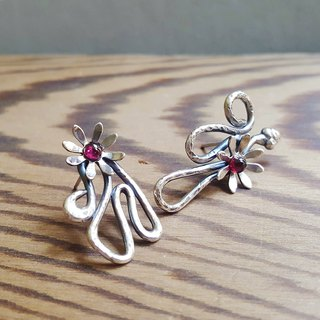 Flower gesture asymmetric silver earrings / ear pin / red garnet