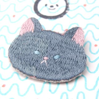 ◭ animal head embroidery brooch ◮ blue cat Russian blue