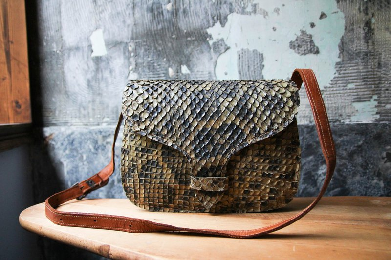 袅袅 department store -Vintage python skin side backpack retro