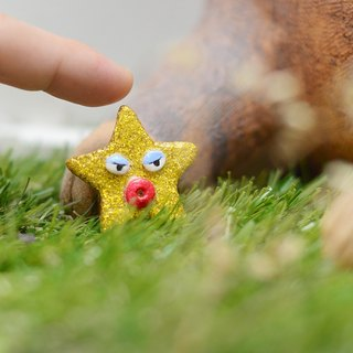 a little golden star handmade brooch from Niyome clay.
