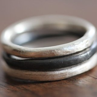 Set of three stackable rings with satin and oxidised finished - size 6,size 9