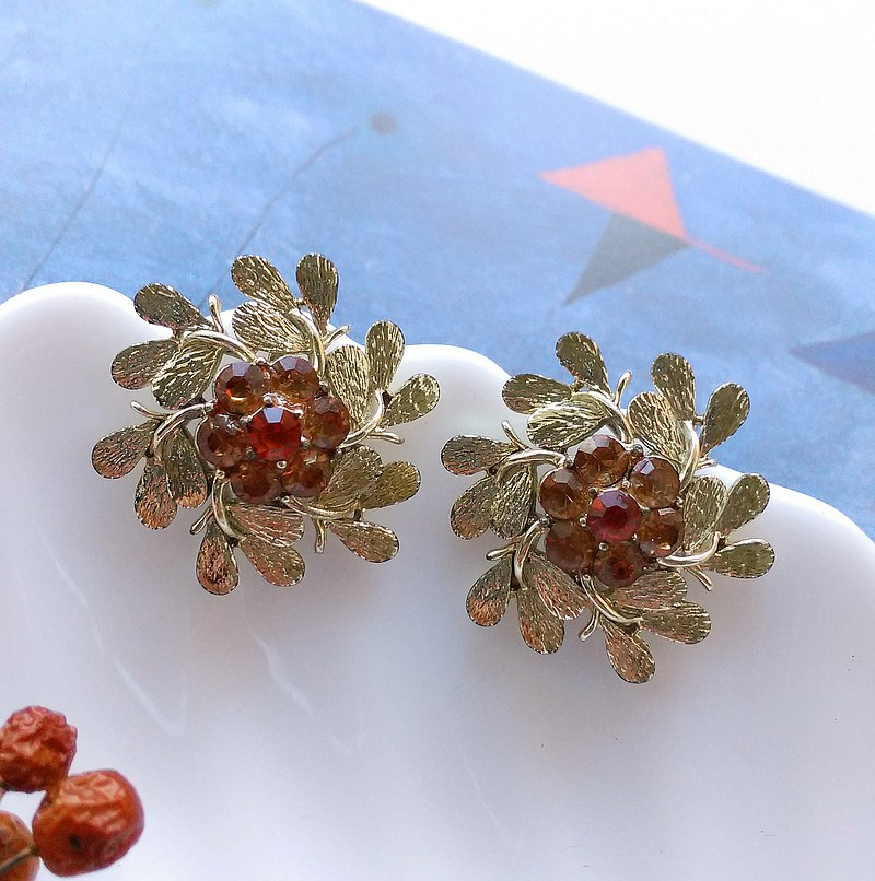 CORO 萊茵飾品 立體花  栓式耳環。西洋古董飾品